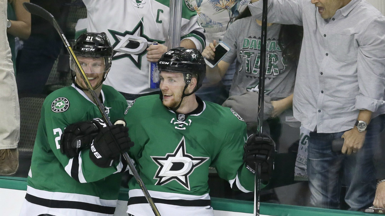 Faksa has goal and assist stars beat blues in game 1 for Interieur sport antoine roussel