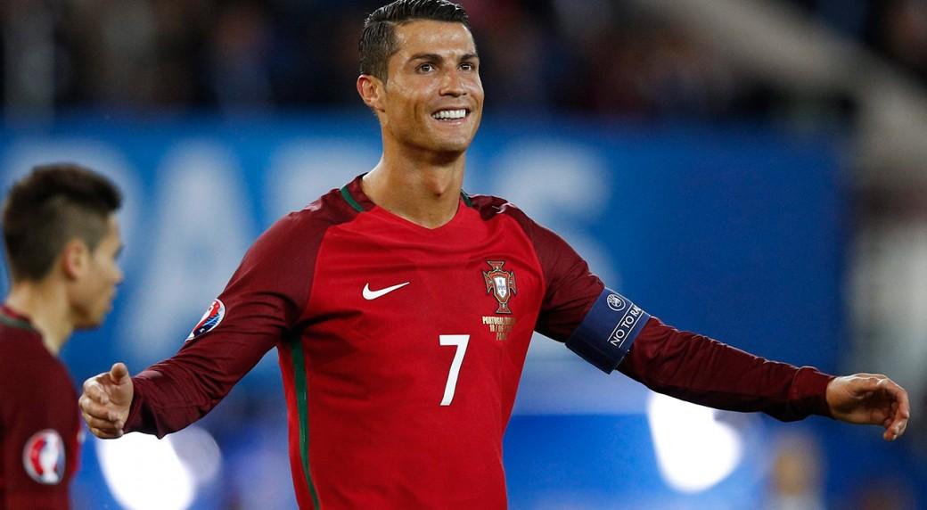 Ronaldo, Ranieri, Lloyd win Federation Internationale de Football Association  awards