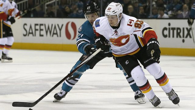 Calgary-Flames-center-Sam-Bennett-(93)-battles-for-the-puck-against-San-Jose-Sharks-right-wing-Joonas-Donskoi-(27)-during-the-first-period-of-an-NHL-hockey-game-in-San-Jose,-Calif.,-Thursday,-Feb.-11,-2016.-(AP-Photo/Tony-Avelar)