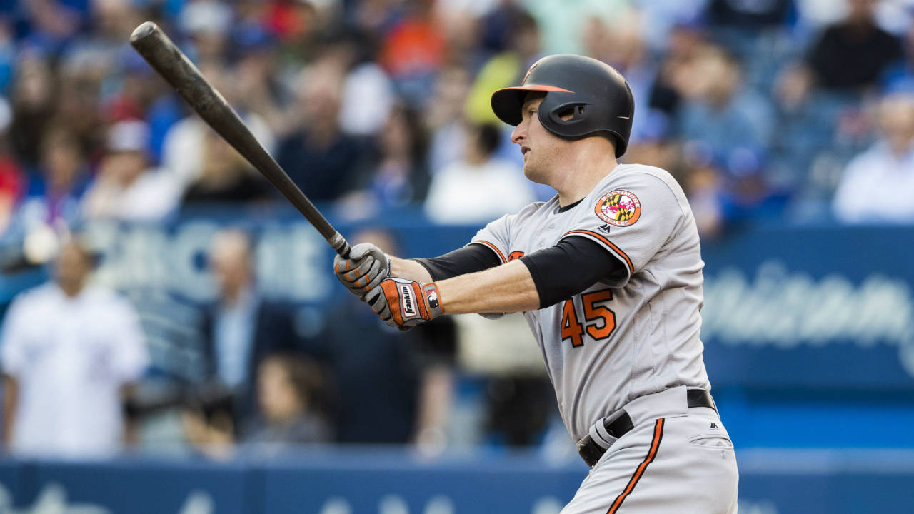 Orioles slugger Trumbo is day-to-day with sore right knee