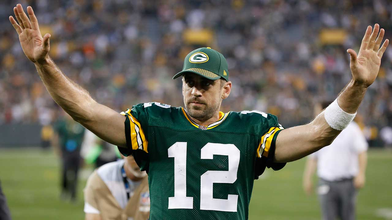 Aaron Rodgers throws TD pass, Packers top Steelers