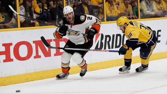 Anaheim-Ducks-defenceman-Kevin-Bieksa