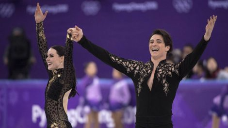 Canada's-Tessa-Virtue-and-Scott-Moir-salutes-the-crowd-following-their-performance-the-ice-dance-figure-skating-short-program-at-the-Pyeongchang-Winter-Olympics-Monday,-February-19,-2018-in-Gangneung,-South-Korea.-(Paul-Chiasson/CP)