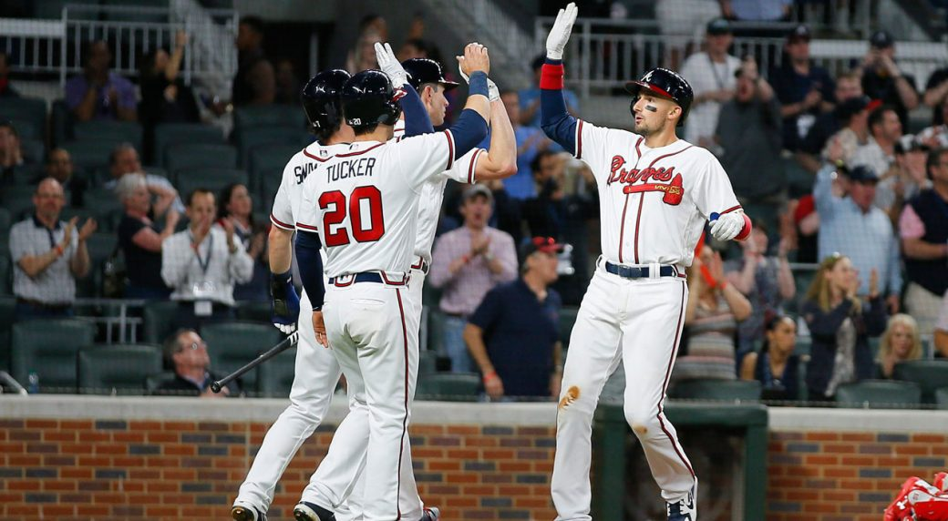 Braves 1B Freddie Freeman leaves game after taking pitch off left wrist