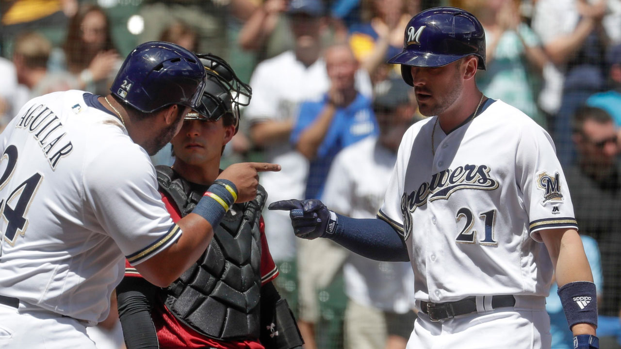Brewers' 7-run 4th helps sweep Diamondbacks