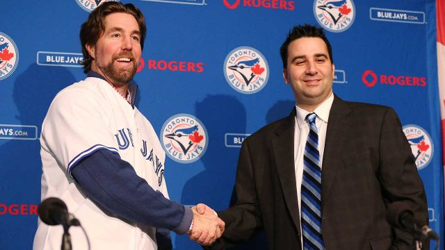 ra-dickey-shakes-hands-with-alex-anthopoulos