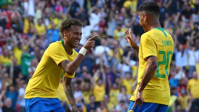 roberto-firmino-celebrates-with-neymar-after-goal