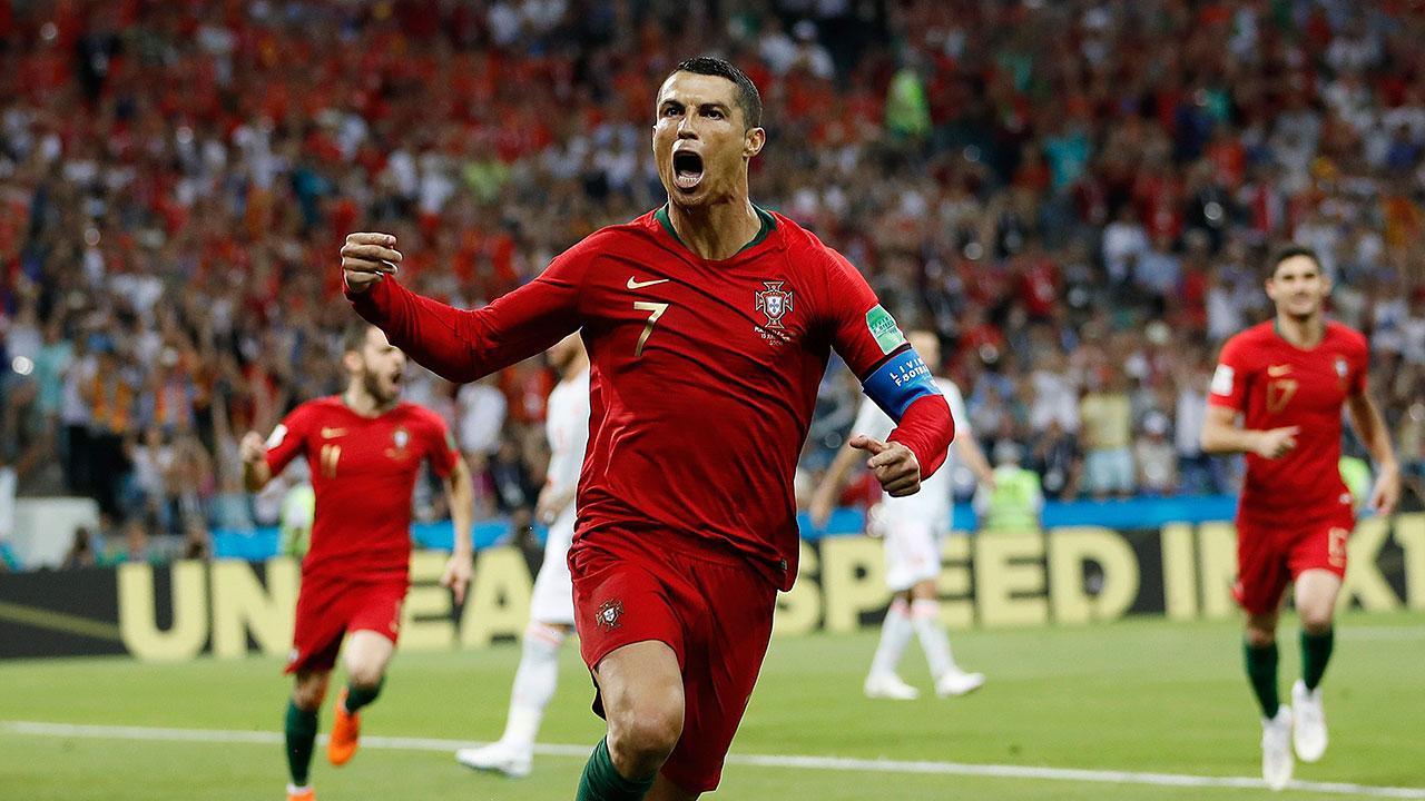 Ronaldo overshadows World Cup with move to Juventus