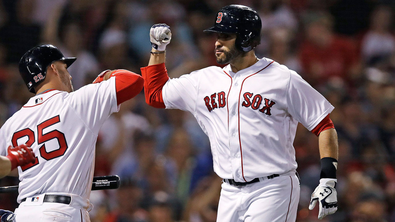 Martinez hits 28th homer, leads Red Sox to win over Rangers
