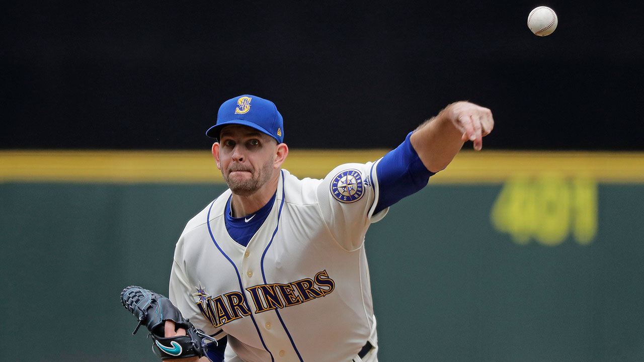 james_paxton_pitches_against_the_royals