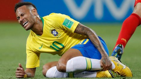 neymar_holds_his_shinbone_during_the_world_cup