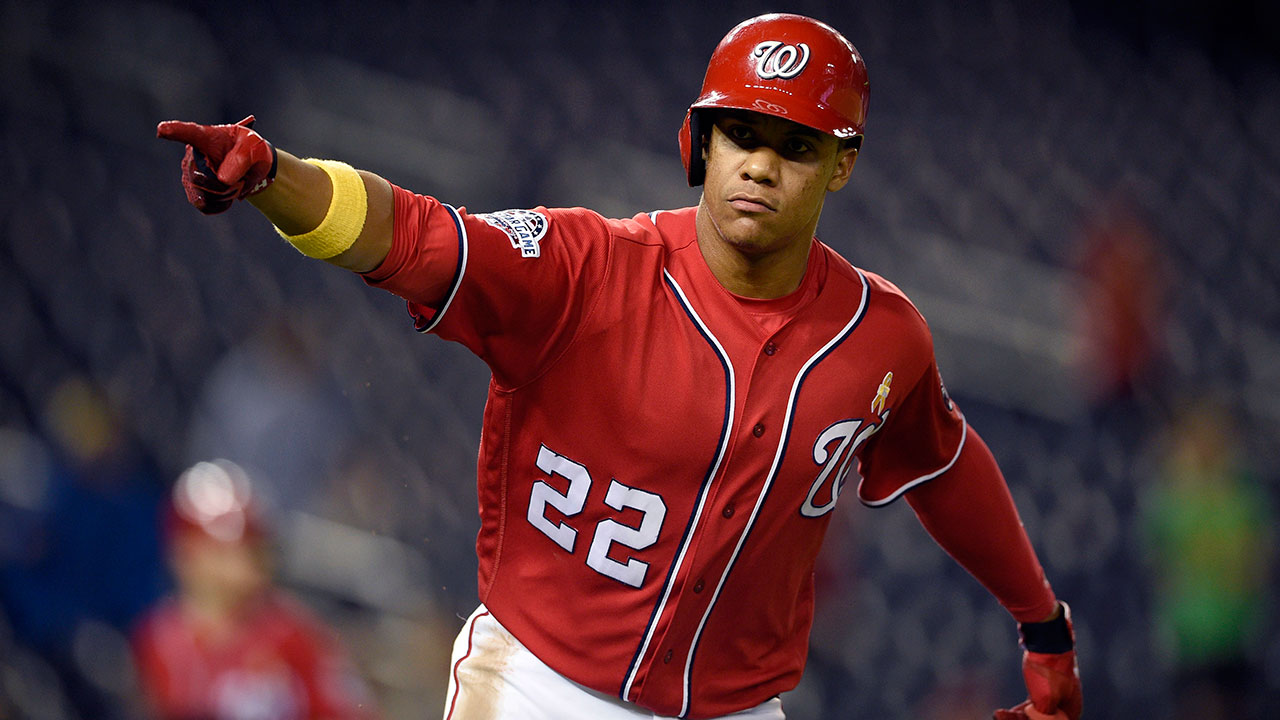 Juan_soto_points_to_the_dugout_after_a_single