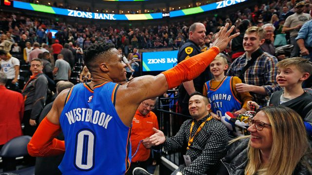 russell-westbrook-waves-to-fans