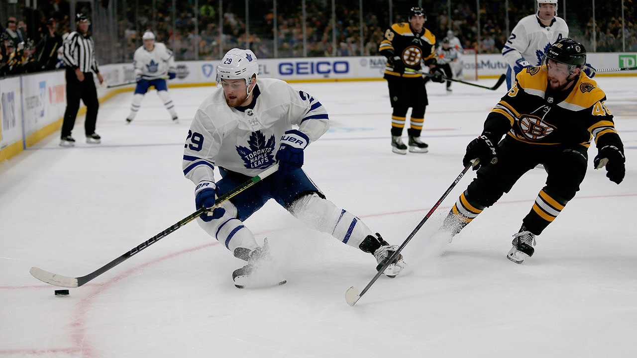 Maple Leafs' Nylander moves to centre with Kadri suspension looming