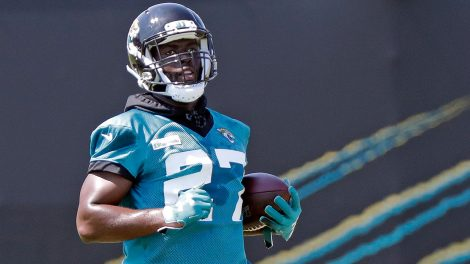 jaguars-leonard-fournette-carries-ball-at-practice
