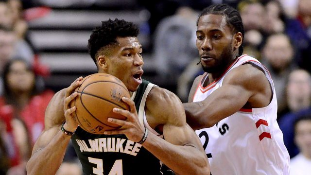 raptors-kawhi-leonard-guards-buck-giannis-antetokounmpo